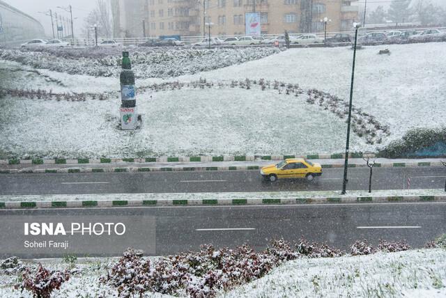 بارش برف و باران در برخی محورها/ رانندگان زنجیر چرخ همراه داشته باشند