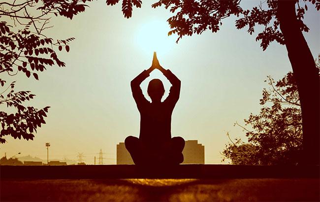 تاریخچه ، فلسفه و فواید یوگا برای بدن چیست؟
