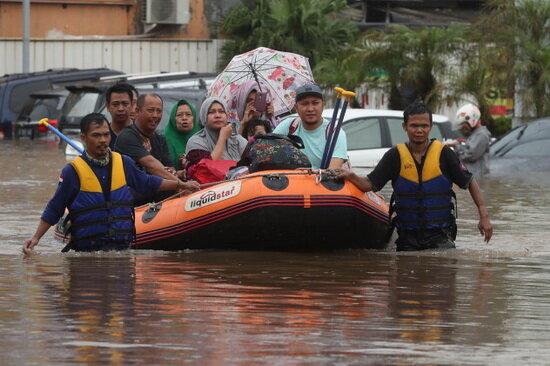 ۲۱ کشته بر اثر وقوع سیل در اندونزی