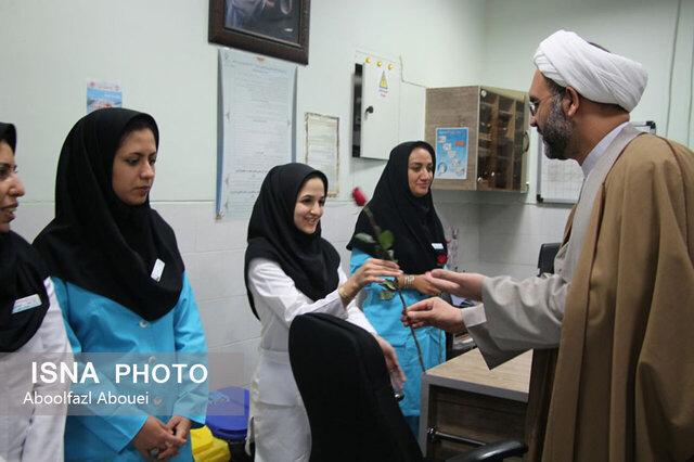 گرامیداشت روز پرستار توسط دختران انجمن دانشآموزی مهریز